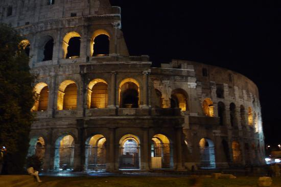 Archimede: Colosseum at night