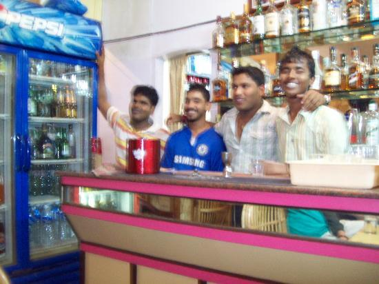 Ticlo Resorts: staff in public bar