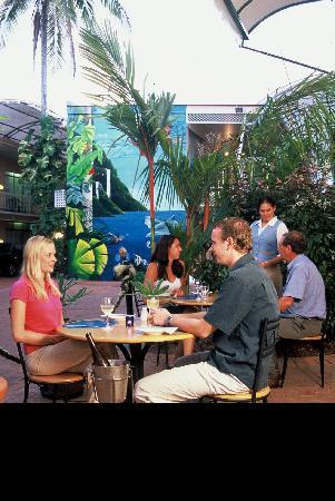 Rainbow Inn: outdoor dining
