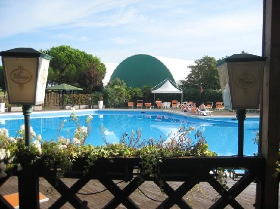 Ca&#39; del Moro Foresteria: Outdoor swimmingpool
