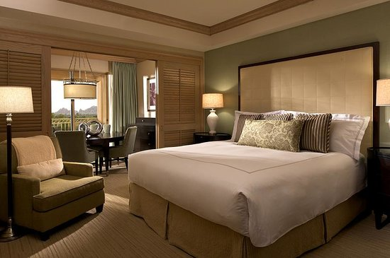 The Canyon Suites at The Phoenician: The Canyon Suites King Guestroom