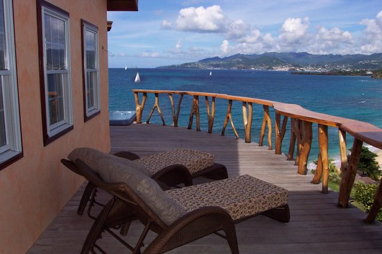 Maca Bana: Sundeck of a deluxe two-bedroom bana