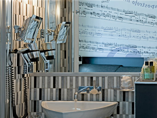 Apostrophe Hotel: Music bathroom