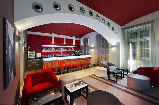 Red and Blue Design Hotel Prague: Bar