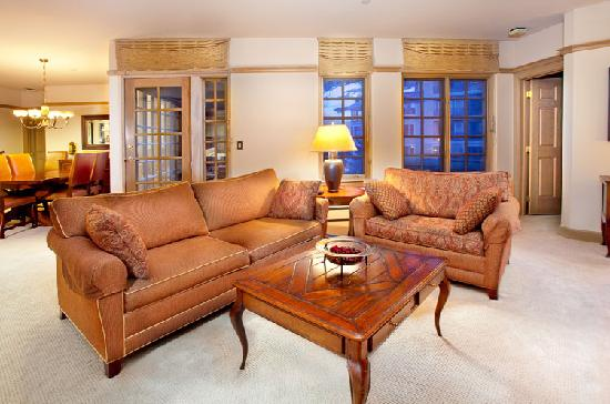Park Plaza at Beaver Creek: Relax your cares away in the living room