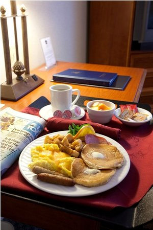 BEST WESTERN Plus Evergreen Inn & Suites: Breakfast