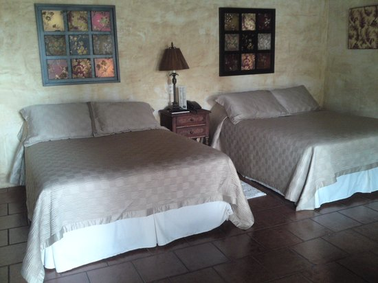 Hotel Cirilo: Room with 2 Double Beds