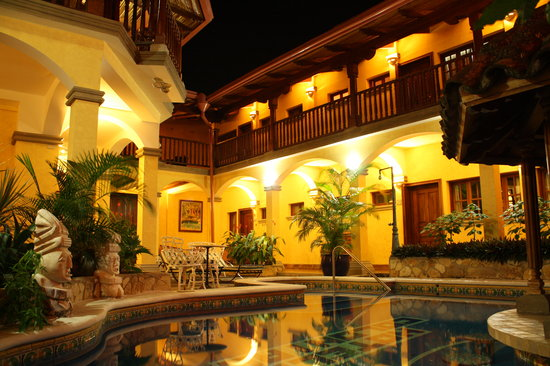 Hotel Colonial: Pool 2 at night