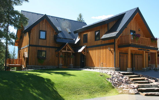 Canyon Ridge Lodge: Summer Front View