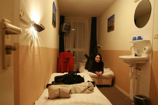 Very small and dirty room picture of hotel old quarter for Small lounge suites small rooms