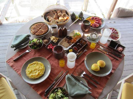 Gili Lankanfushi Maldives: Breakfast feast