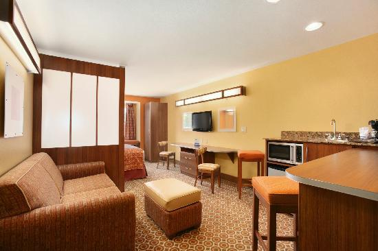 Microtel Inn &amp; Suites by Wyndham South Bend/At Notre Dame University: Suite