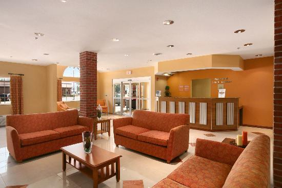 Microtel Inn & Suites by Wyndham South Bend/At Notre Dame University: Lobby