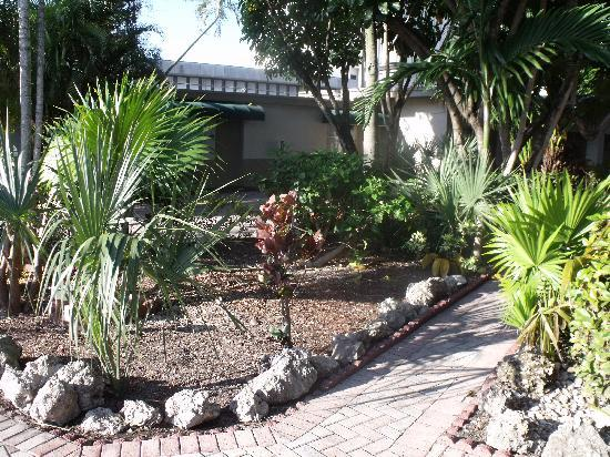 Days Inn Miami Airport North: grounds