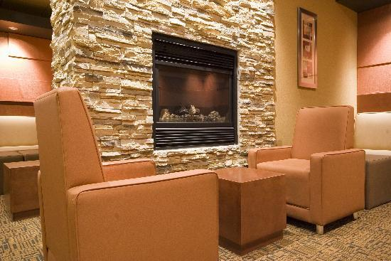 Quality Inn &amp; Suites: Fire Place