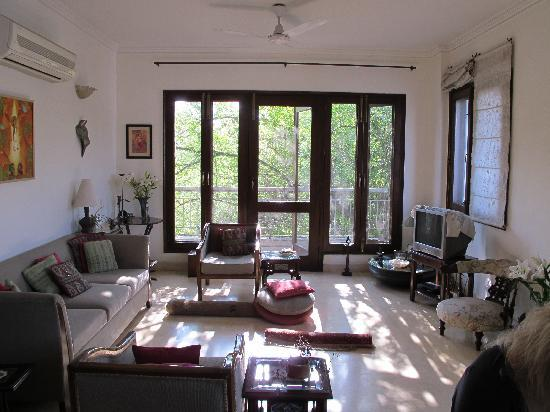 Amaaya: Living room in the morning sun