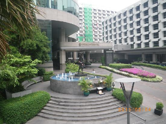 Bangkok Holiday Inn Shared Driveway With Intercontinental Hotel Picture Of Holiday Inn