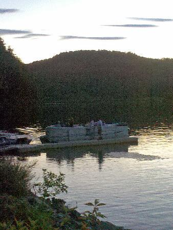 Chieftain Motor Inn: Boats available for rent