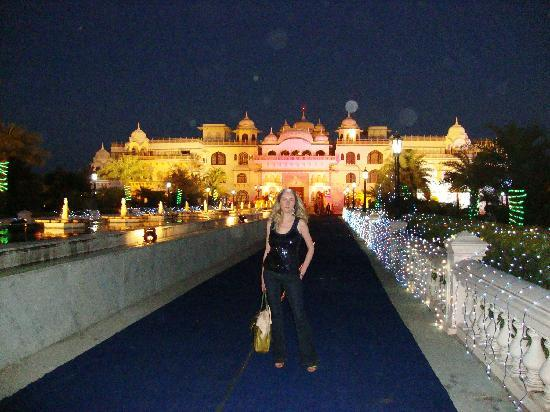 The Shiv Vilas Resort: night time palace