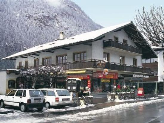 Chalet Tirol: front of hotel