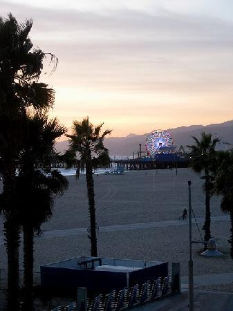 The Brentwood Inn : Santa Monica Pier is fairly close by....