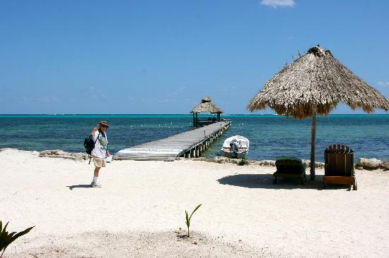 Xanadu Island Resort Belize: Xanadu Beach and Dock