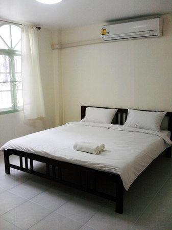 Asok Montri Hostel