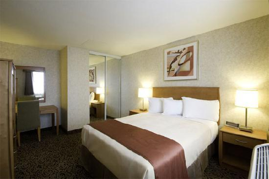 Quality Inn &amp; Suites: Economical and versatile, all of our Two Double Bed guest rooms are fully equipped with free hig