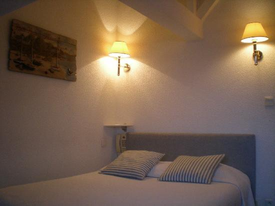 La Rance Hotel: confortable room