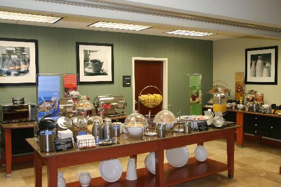 Hampton Inn by Hilton Monterrey/Galerias-Obispado: BREAKFAST AREA