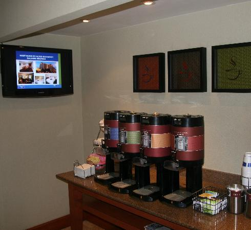 Hampton Inn by Hilton Monterrey/Galerias-Obispado: COFFEE AREA