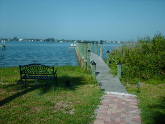 Englewood Lighthouse Resort: The fishing dock