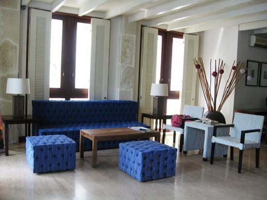 Tanaya Bed & Breakfast: Lobby