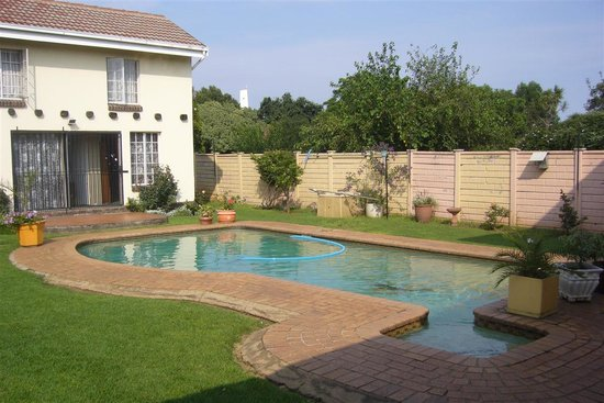 Bob 39 s bunk house johannesburg south africa lodge Parks with swimming pools in johannesburg