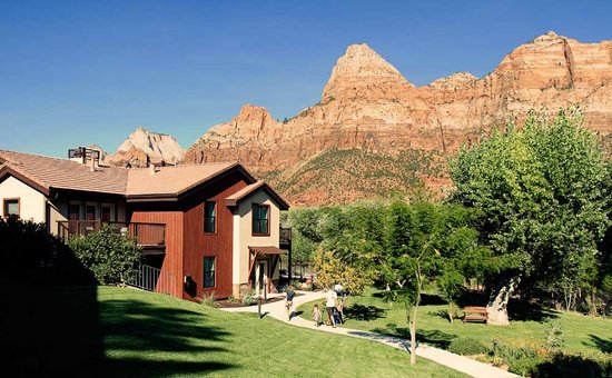Cliffrose Lodge & Gardens: The oasis setting along the Virgin River set against the backdrop of Zion National Park