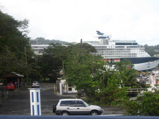 Auberge Seraphine: The cruise ship is in