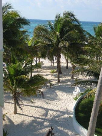 Hotel Akumal Caribe: View of Akumal Bay beach