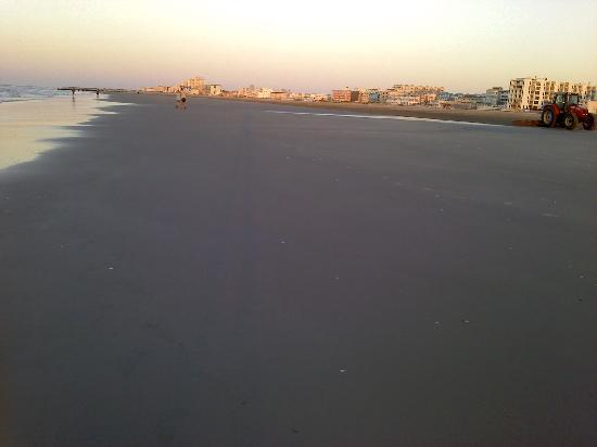 Wildwood Crest, NJ: Looking South from Primrose Ave.