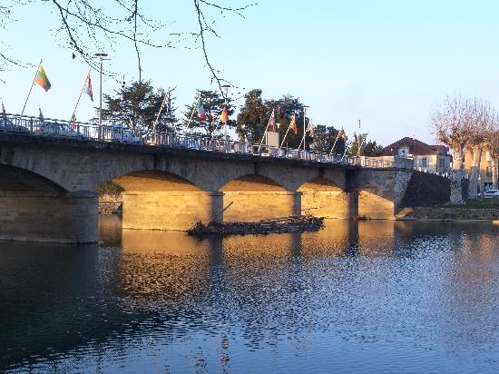 bridge in aire sur l 39 adour january 2011 picture of aire sur l 39 adour landes tripadvisor. Black Bedroom Furniture Sets. Home Design Ideas