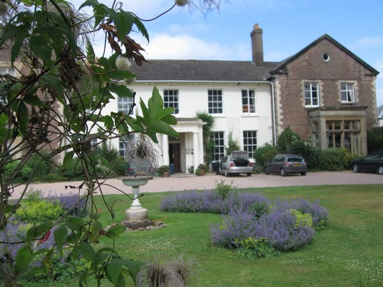 Glewstone Court