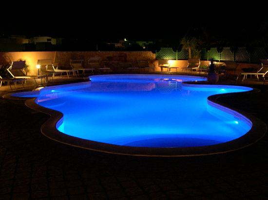 Residence Villa Giulia: piscina in the night