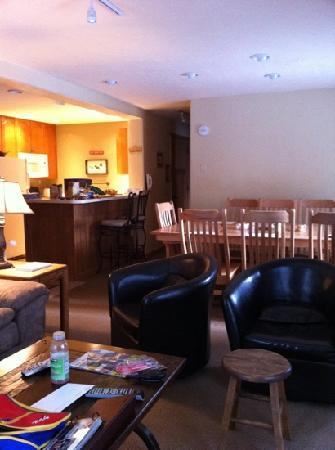 Key to the Rockies: spacious living room / dining room
