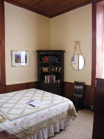 Old Schoolhouse Bed and Breakfast: Writing Room (west window)