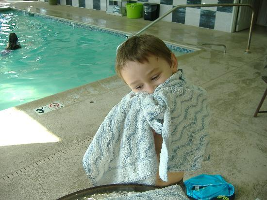 La Quinta Inn &amp; Suites Stonington: my nephew loves the pool