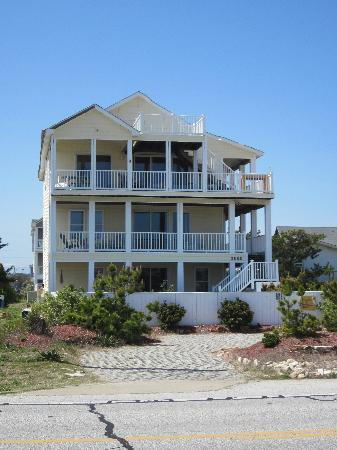 Sandbar Bed &amp; Breakfast : Front view of the B&amp;B 