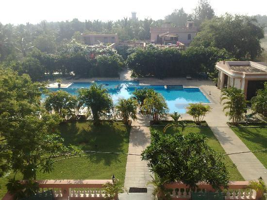 Kailash Beach Resort: Te pool