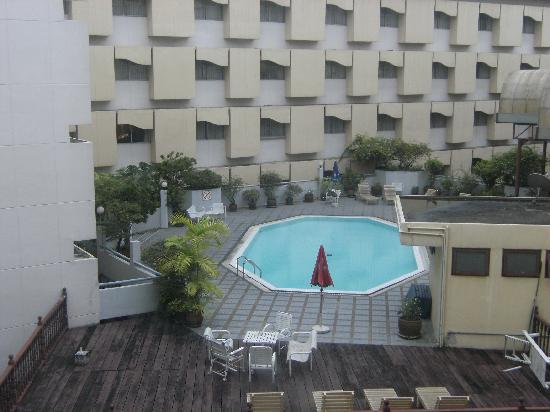 Royal Hotel Bangkok: swimming pool