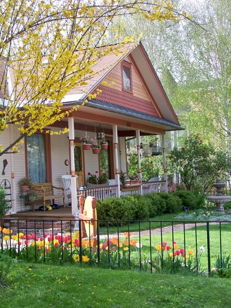 Best Kept Secret B & B: Springtime at the B & B