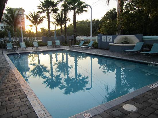 Holiday Inn Express Hotel & Suites Ft. Lauderdale Airport/Cruise: Pool
