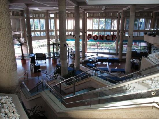 Hilton Ponce Golf & Casino Resort: Is this the Hilton glamor lobby you dreamed of?